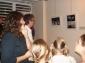 Pierre Meynadier et Christine devant les photos