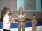 Martine Sornay, félicite les gagnants du concours